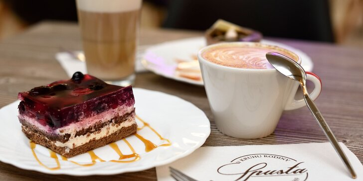 Vysokokvalitná káva Brosio s koláčom