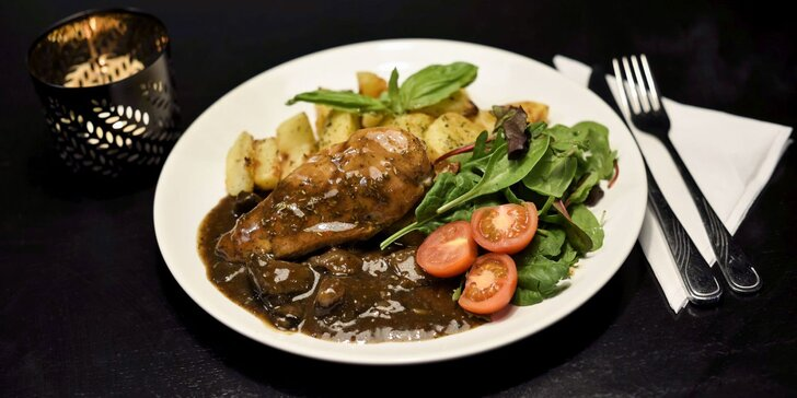 Grilovaná bravčová panenka alebo grilovaný kurací steak