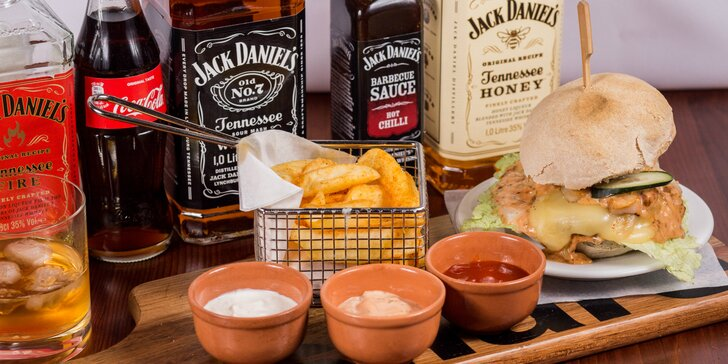 Jack Daniel´s Burger Deluxe s 3 omáčkami, zemiakovými rúrkami a nápojom