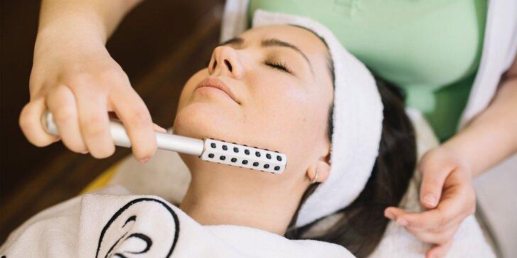 Relaxačné ošetrenie a masáž pleti titánovým rollerom