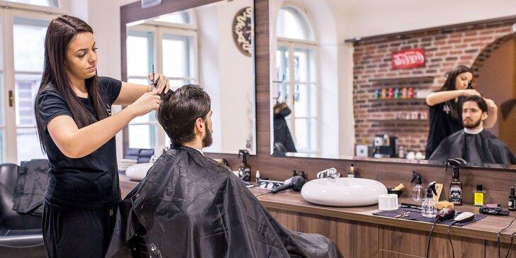 Pánsky strih či úprava brady britvou alebo strojčekom