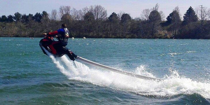 FlyRide: vyčíňanie na lietajúcom vodnom skútri