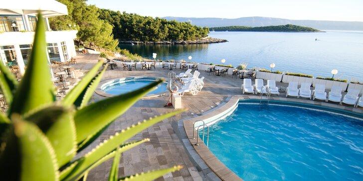 Rodinná dovolenka na ostrove Hvar: polpenzia, bazény a až 2 deti zdarma