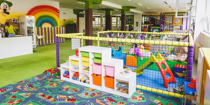 Detské ihrisko pre deti a kaviareň pre rodičov v jednom