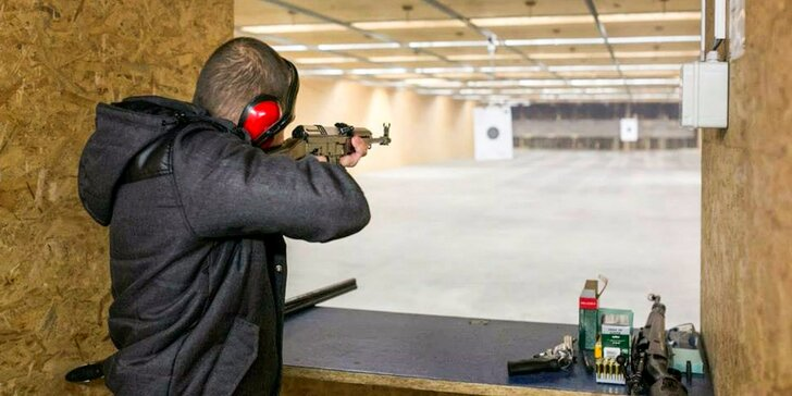 Streľba na krytej strelnici pod dohľadom certifikovaného inštruktora