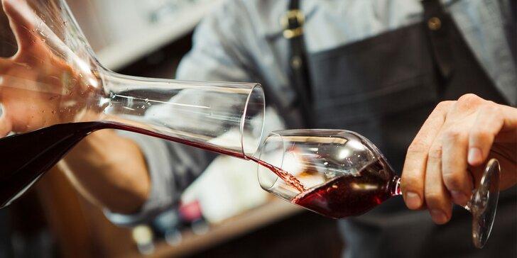 Večerné opojenie vínom a spevom v Pezinku alebo na Dunaji