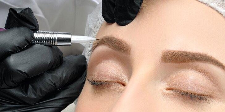 Permanentný make-up obočia microbladingom či horných očných liniek