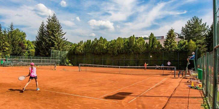 Prenájom vonkajších a vnútorných tenisových kurtov a bedmintonového ihriska