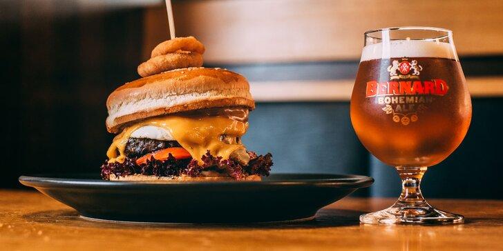 Burger z kvalitného slovenského hovädzieho mäsa a malé pivo Bernard 10°