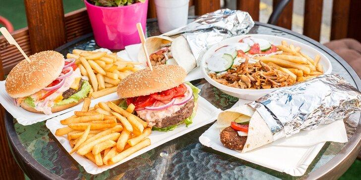 Kurací kebab, falafel, hovädzí burger alebo cheeseburger s hranolčekmi a kofolou v novom Palace kebab