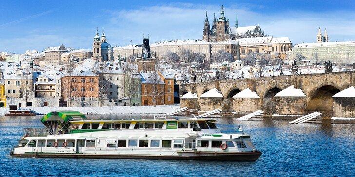 Adventná plavba centrom Prahy s koledami a pečivom či večerou pri sviečkach