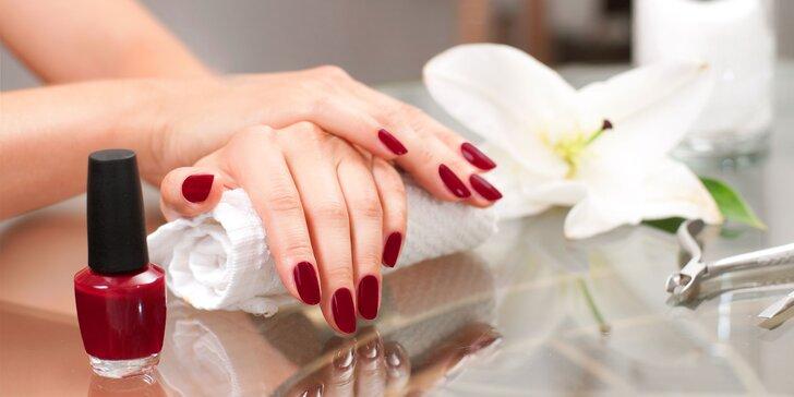 Profesionálna klasická manikúra, gélové alebo akrylové nechty