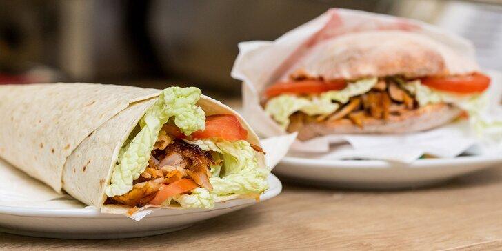 Chrumkavý kebab v tureckom chlebe alebo v placke