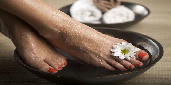Výstavné chodidlá s mokrou či suchou pedikúrou alebo gélové nechty