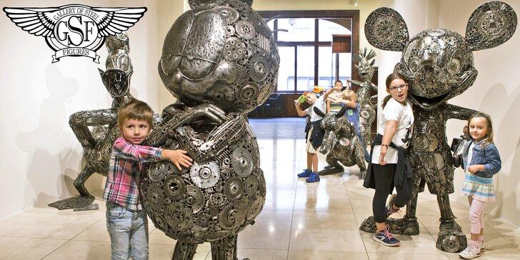 Galéria oceľových figurín: Filmoví hrdinovia, celebrity, dinosaury aj autá