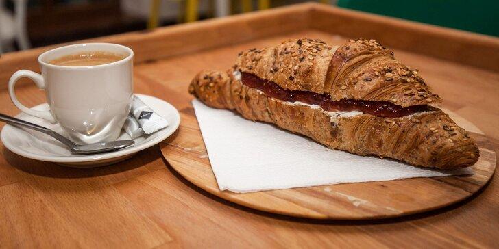 Raňajky v Kartoške: Panini, celozrnný croissant alebo bagel s nápojom