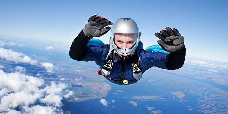 Zažite tandemový zoskok z výšky 3000 až 3500 m!