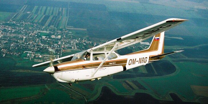 Romantický let lietadlom pre pár alebo prelet ponad Tribeč pre 3 osoby