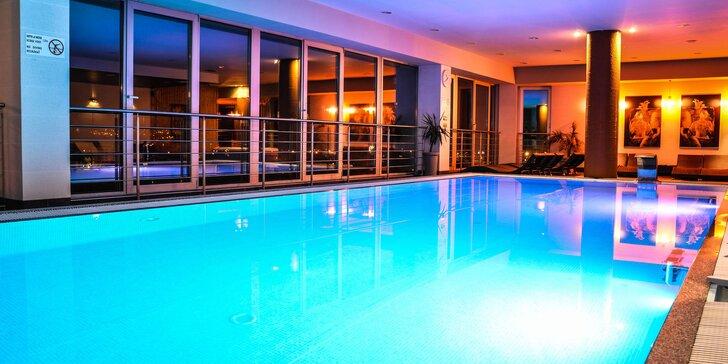 Neobmedzený wellness s večerou alebo s pravou thajskou masážou pre 2 osoby v Holiday Inn
