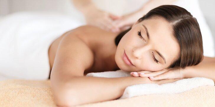 Relaxačná aromaterapeutická masáž s bahenným zábalom v salóne Marsella