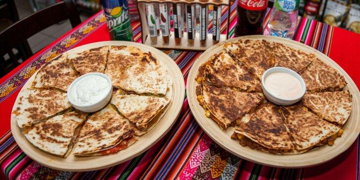 Kuracia, hovädzia či syrová Quesadilla s omáčkou a nápojom v CHILTECO