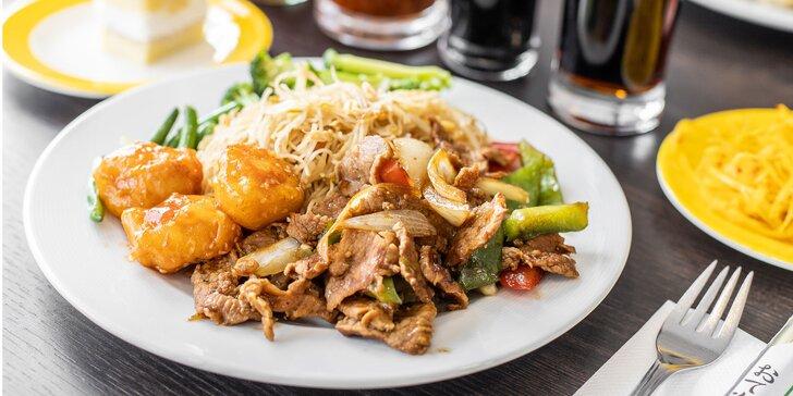 Chutné bufetové stoly podľa dennej ponuky v reštaurácii Peking