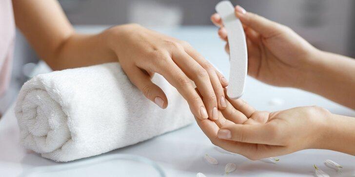 Gélové alebo akrylové nechty, gél lak alebo japonská manikúra s ošetrením so slimačím slizom