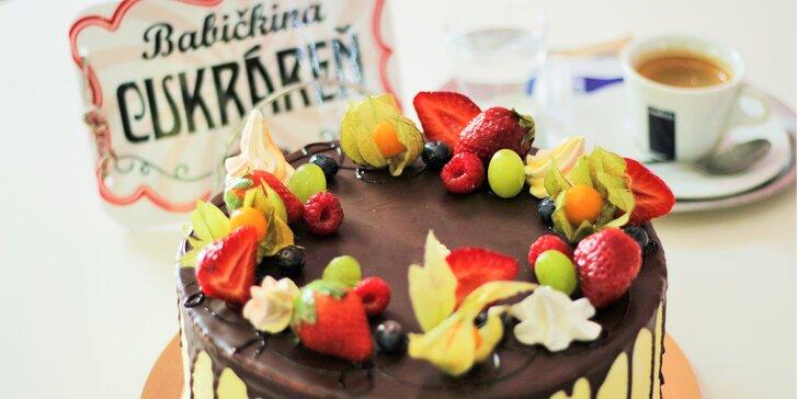 Káva, štrúdľa, makrónky či bezlepková torta v Babičkinej cukrárni