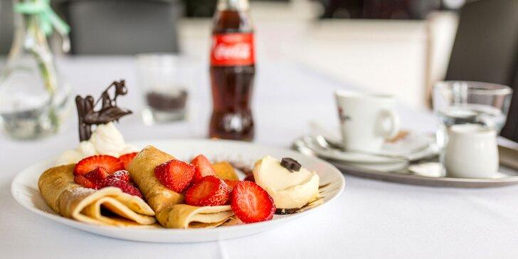 Palacinka, francúzsky krémeš alebo zmrzlinový pohár aj s kávou a nápojom