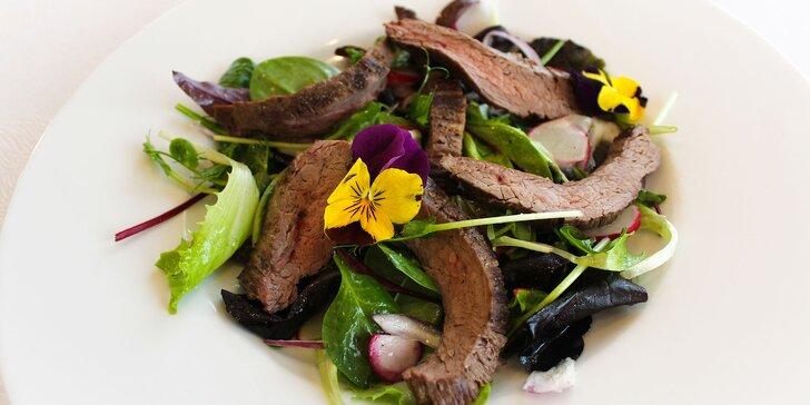 Flank steak, hovädzí Sirloin alebo jelení steak aj s prílohou