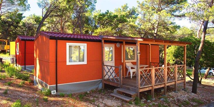 Chorvátska Baška Voda: klimatizovaný mobilný dom v kempe až pre 6 osôb