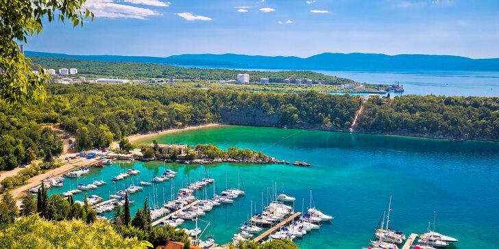 Pobyt v Chorvátsku: hotelový komplex priamo pri pláži s polpenziou v cene