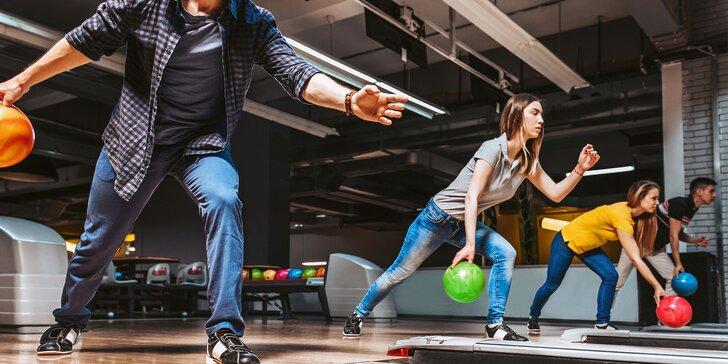Hodina zábavy na bowlingu pre celú rodinu i partiu