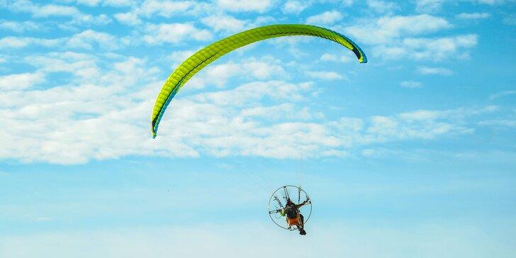 Tandemový motorový let pri východe slnka ponad tatranské štíty