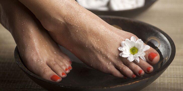 Mokrá či suchá pedikúra alebo gél lak, či gélové nechty