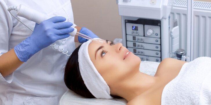 Kozmetické ošetrenie s ozonizérom alebo s masážou tváre a úpravou obočia