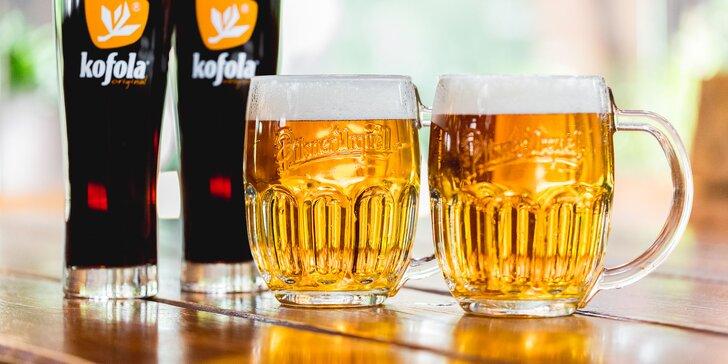 Zahaste smäd v letných horúčavách Kofolou alebo pivom Pilsner Urquell