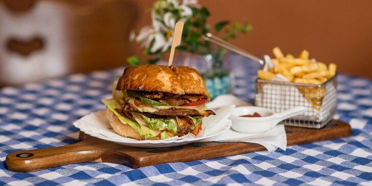Hovädzí alebo kurací Jam burger s hranolčekmi a omáčkou