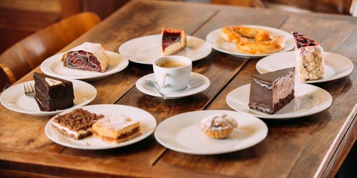 Káva so zákuskom alebo koláčom s domácou receptúrou v Cukrárni Tržnica