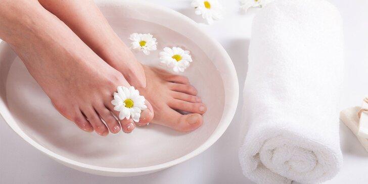 Pedikúra – mokrá s gél lakom, wellness pedikúra či novinka Callux