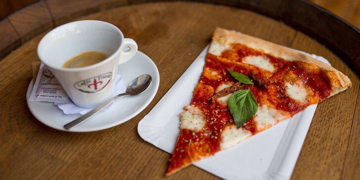 Veľký trojuholník pizze a pravá talianska káva k tomu v Borsaline!