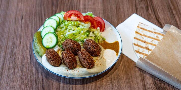 Hummus so šalátom alebo falafelom, pelmeni alebo pirohy