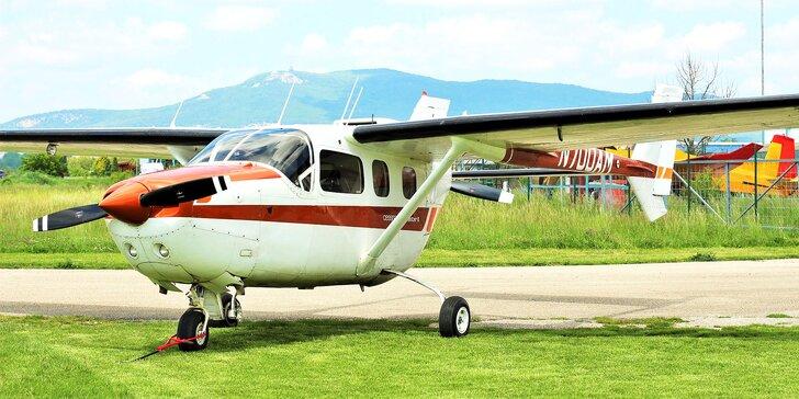 Nezabudnuteľný zážitok na lietadle CESSNA 337 SKYMASTER pre 3 osoby!