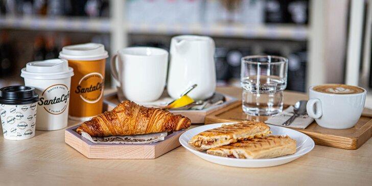 Lahodné kávy a k tomu croissant či panini v Santa Café