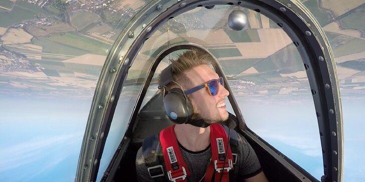 Úchvatný akrobatický let v lietadle YAK 52 či Zlín Tréner Z26