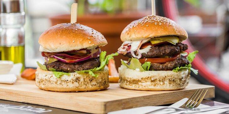 Domáce burgery alebo grilované rebierka v Cafe Stena