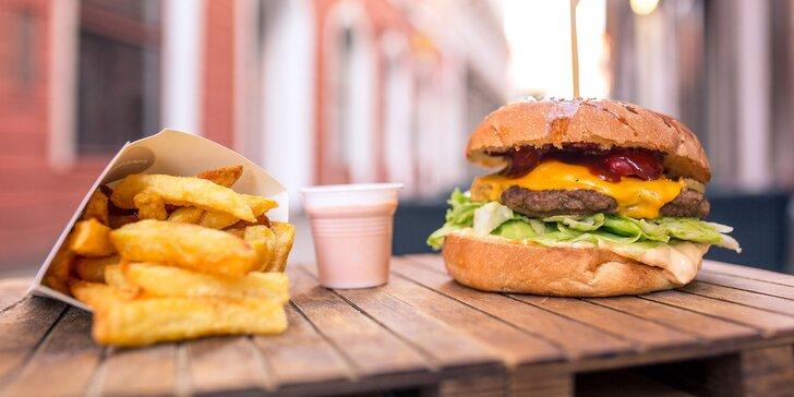Hotdog či burger s hranolčekmi vo vychýrenom Massimo street food