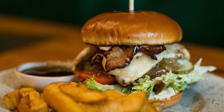 Irish chicken burger či jalapeño beef burger + belgické hranolčeky a omáčka