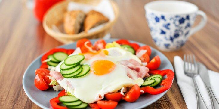Vajíčkové raňajkové menu s čerstvým domácim pečivom