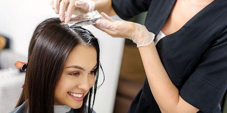 Podstrihnutie končekov, farbenie či keratínová kúra pre poškodené vlasy